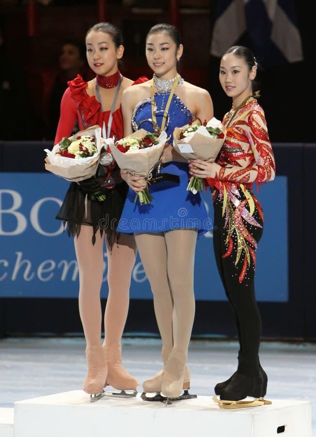 Les médaillés dans les dames choisissent le patinage photographie stock