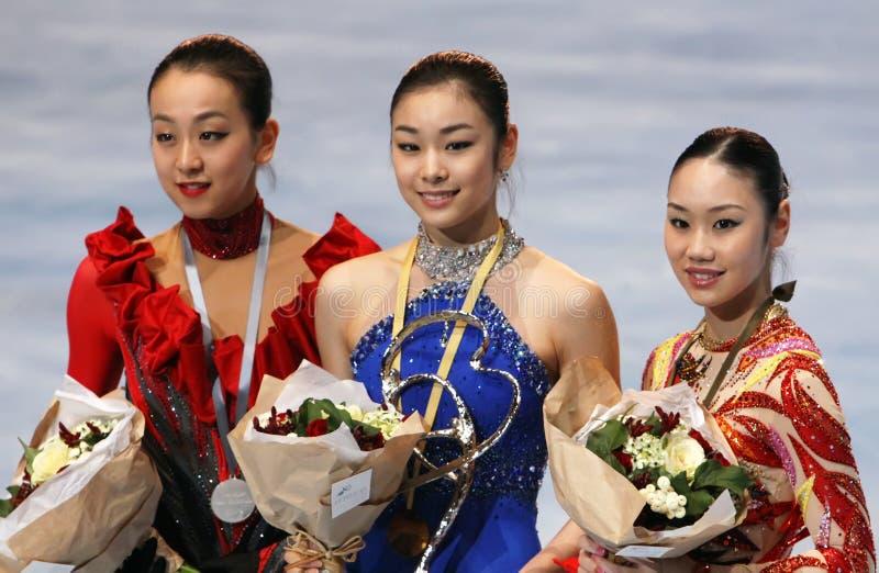 Les médaillés dans les dames choisissent le patinage image stock