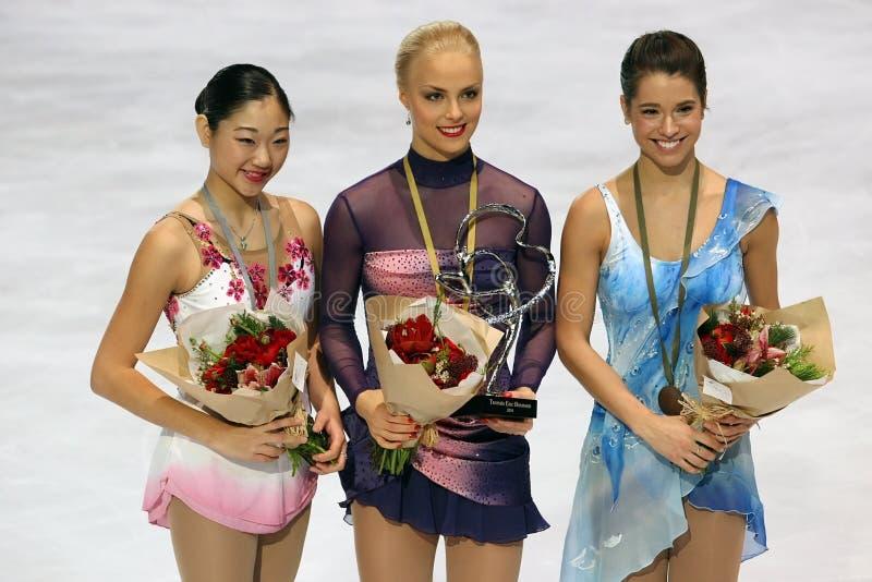 Les médaillés dans les dames choisissent le patinage images stock