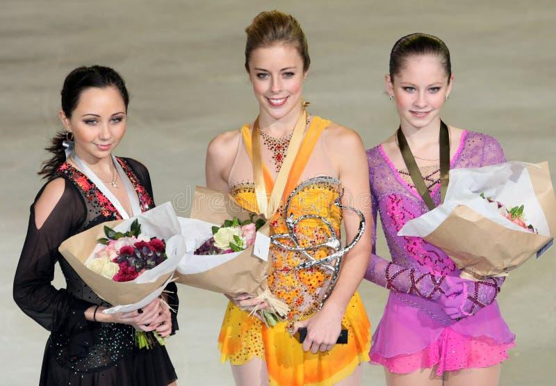 Les médaillés dans les dames choisissent le patinage photos stock