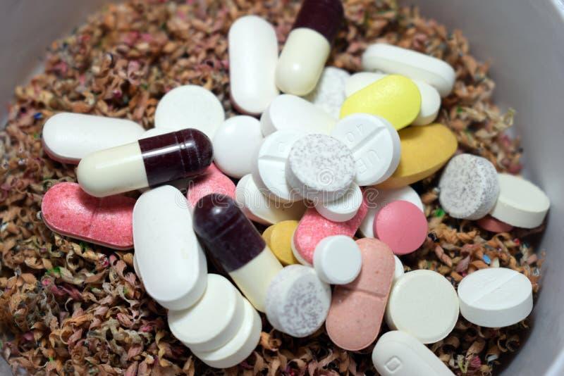 Les médecines ont gardé sur la poussière en bois de scie photos libres de droits