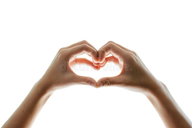Les mains de la femme sont en forme de coeur, beau image stock