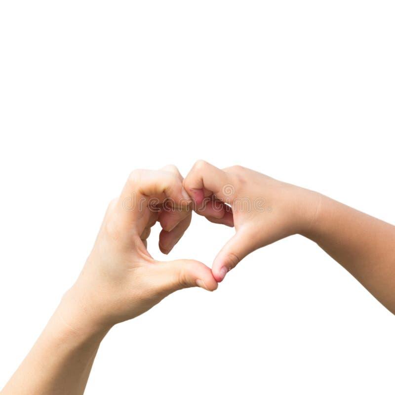 Les mains de la mère et de l'enfant ont fait une forme de coeur photos stock