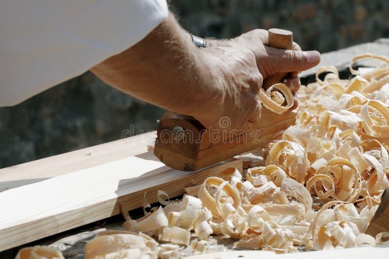 Les mains du charpentier photos libres de droits