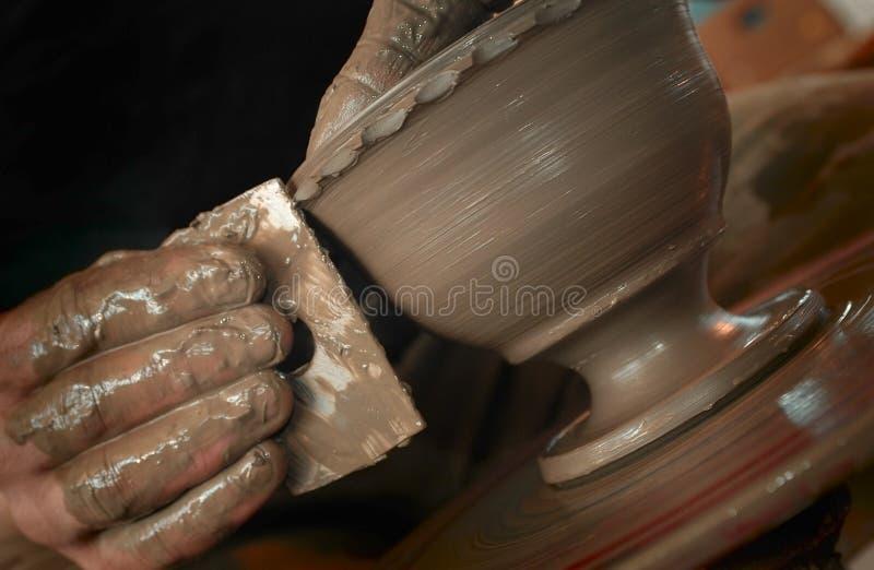 Les mains du potier images libres de droits