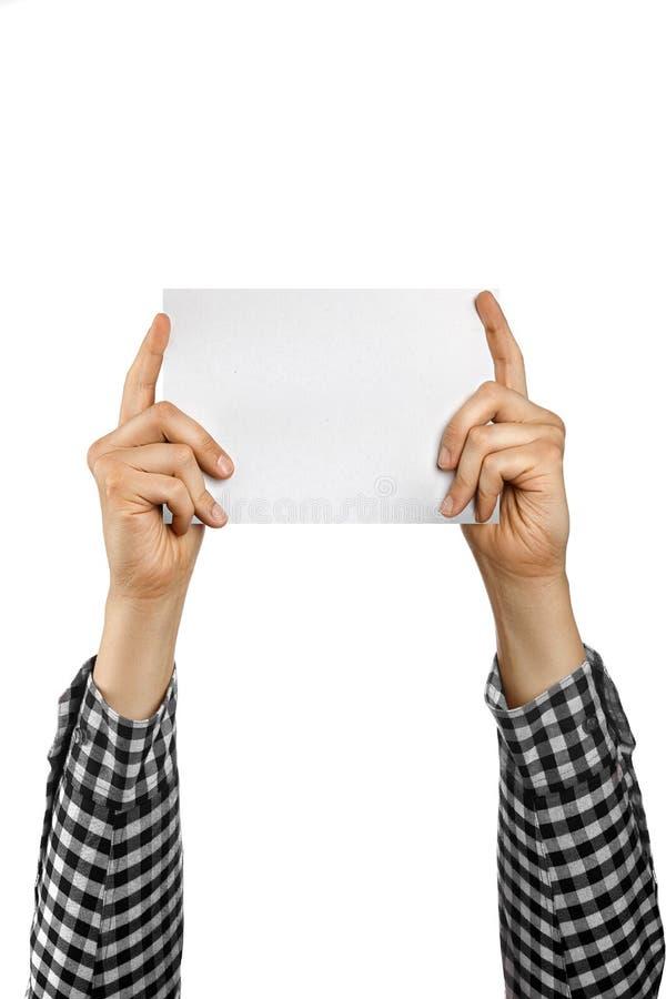 Les mains humaines juge le carton publicitaire vierge d'isolement sur le fond blanc photos libres de droits