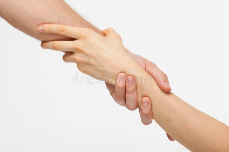 Les mains jointives de l'homme et de la femme photos libres de droits