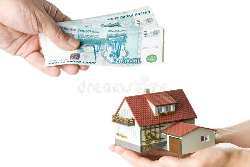 les mains renferment l'argent miniature image stock