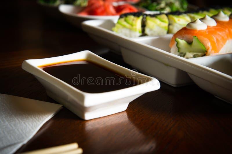 Les maki&rolls de sushi ajournent la configuration image libre de droits