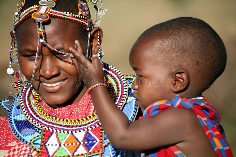 Les masais enfantent et enfant (Kenya) images stock