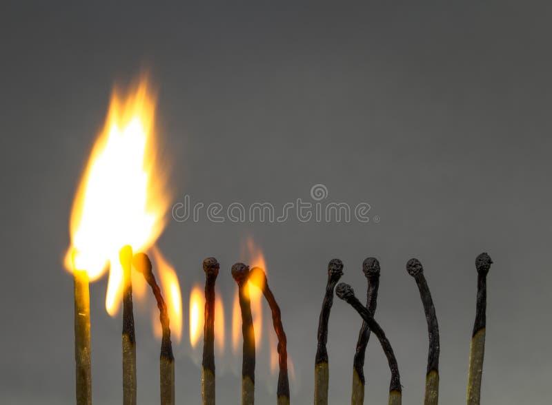 Les matchs de burning photographie stock