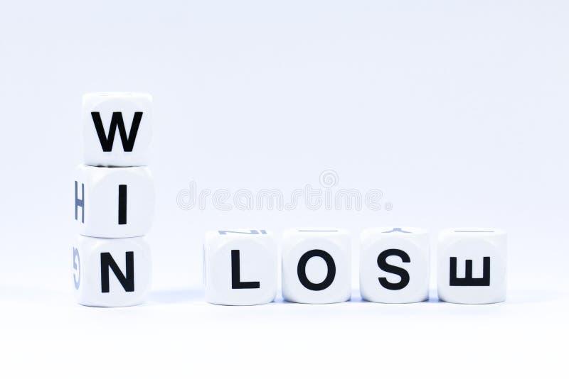 Les matrices en lettres définissant les mots gagnent et perdent images libres de droits