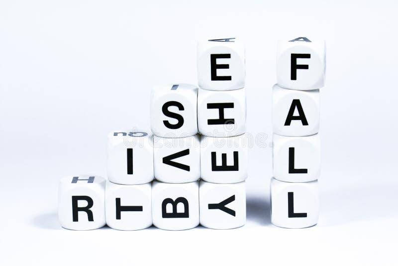 Les matrices en lettres définissant les mots se lèvent et tombent image stock