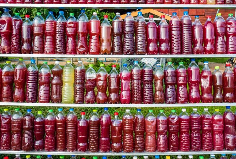 Les micro-organismes efficaces arrosent, engrais d'agriculture photo stock