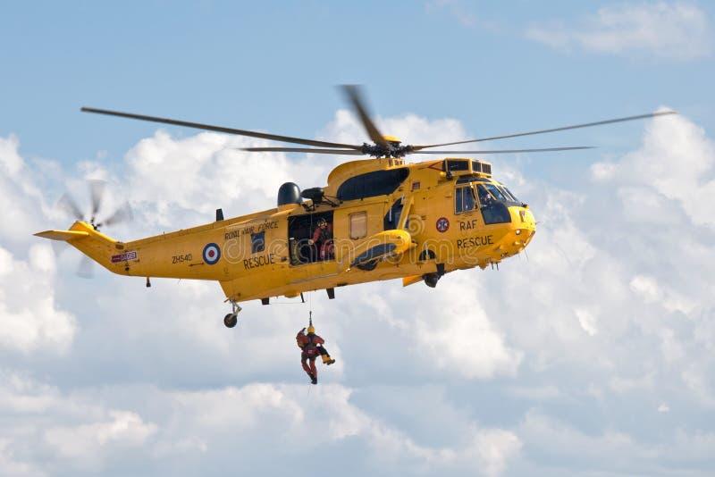 Les militaires de RAF sauvent le Sea King photo libre de droits