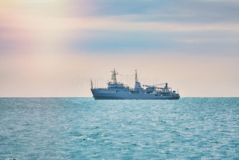 Les militaires se transportent en mer photo libre de droits