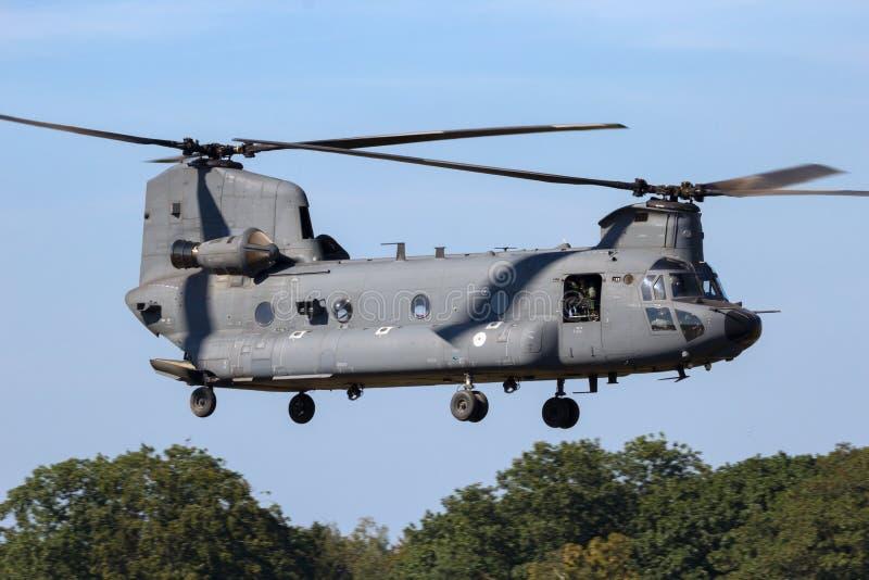 Les militaires transportent l'hélicoptère image stock