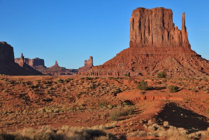 Les mitaines du grès rouge. Vallée de monument photographie stock