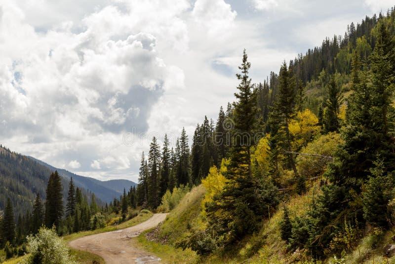 Les montagnes colorées du Colorado en automne photographie stock