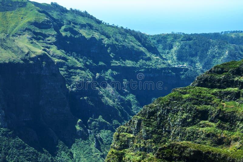 les montagnes dans le nord de l'île de la Madère photographie stock