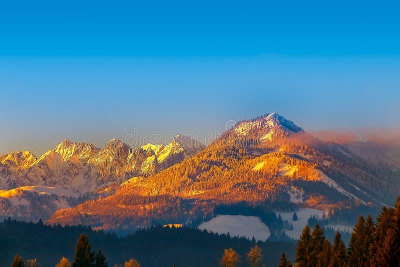 Les montagnes de Kaiser dans les alpes du Tyrol, Autriche, au Ti de coucher du soleil photographie stock libre de droits