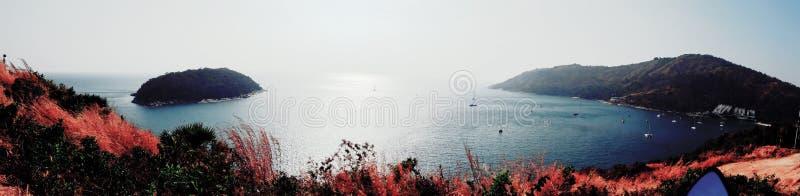 Les montagnes de mer sont belle nature image libre de droits