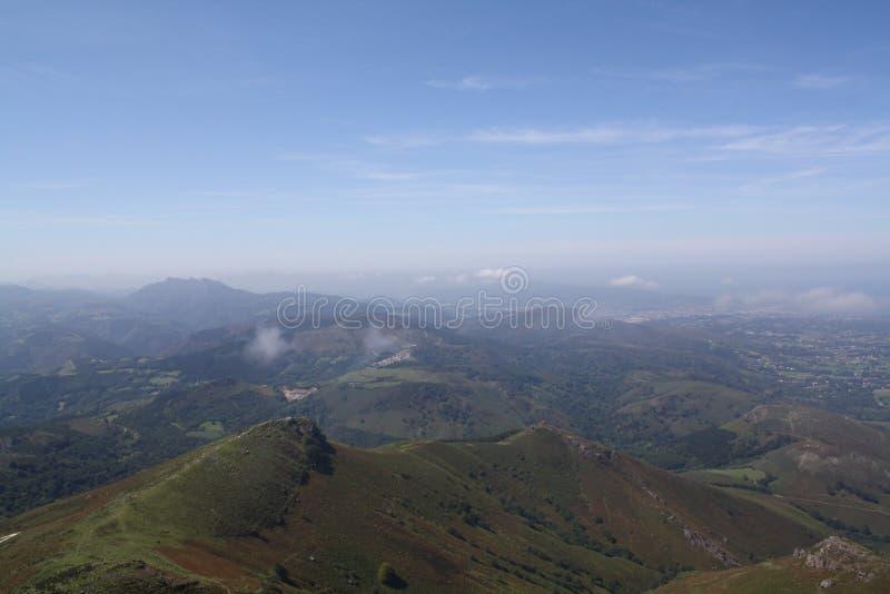 Les montagnes de Pyrénées photographie stock libre de droits