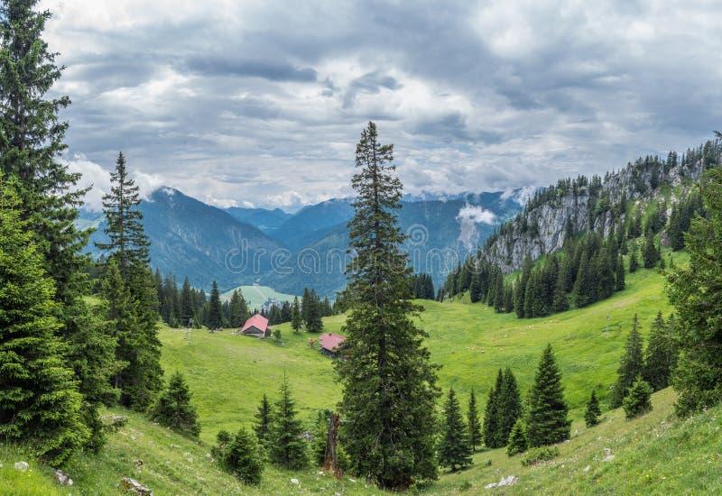 Les montagnes des Alpes en Bavière, Allemagne photos stock