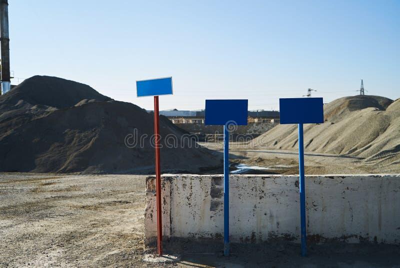Les montagnes du gravier et du sable photos libres de droits