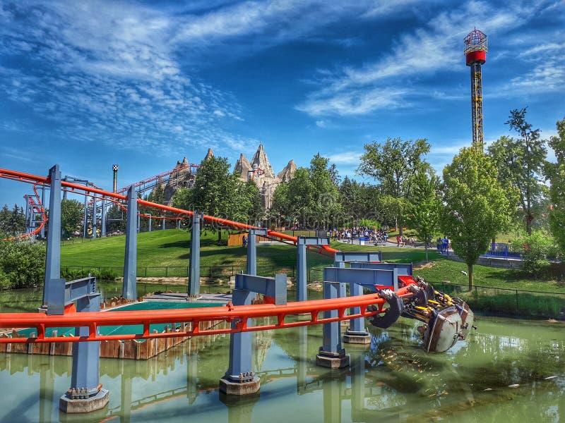 Les montagnes russes de vortex au pays des merveilles du ` s de Canada image stock