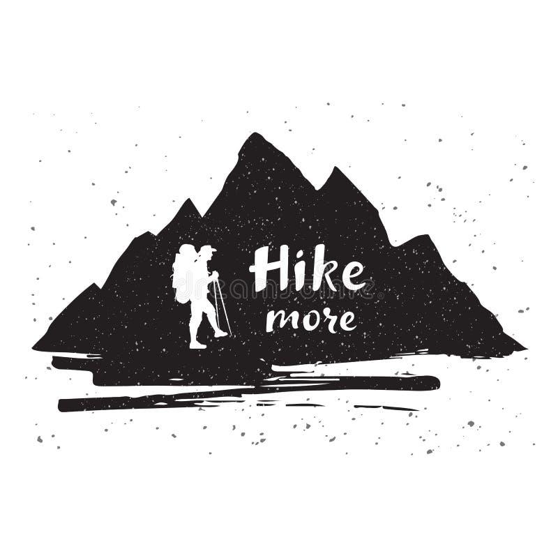 Les montagnes silhouettent avec un touriste et une citation inspirée Hausse tirée par la main de lettrage davantage Affiche ou co illustration de vecteur