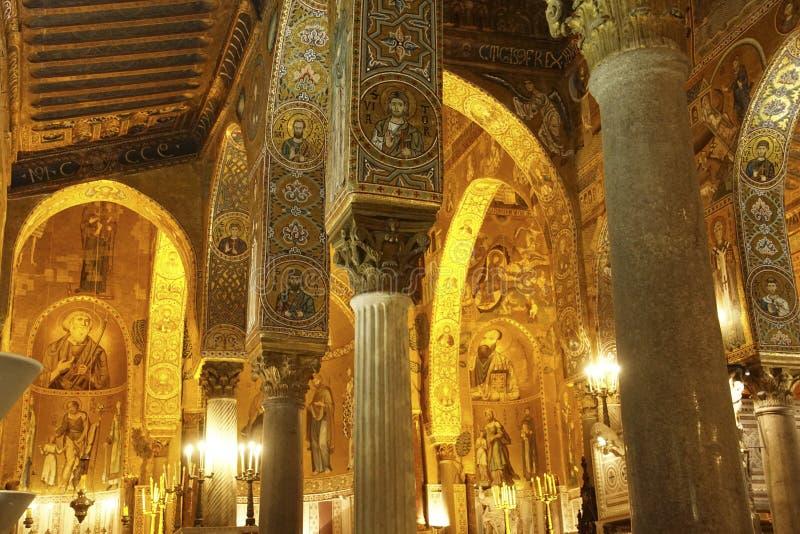 Les mosa?ques bizantines ?labor?es de style couvrent la Capella Palatina image stock
