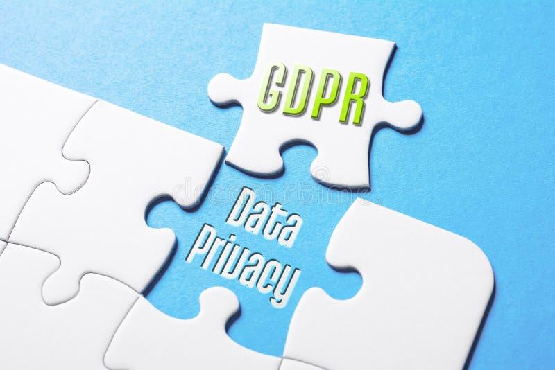 Les mots GDPR et confidentialité des données dans le casse-tête absent de morceau photos libres de droits