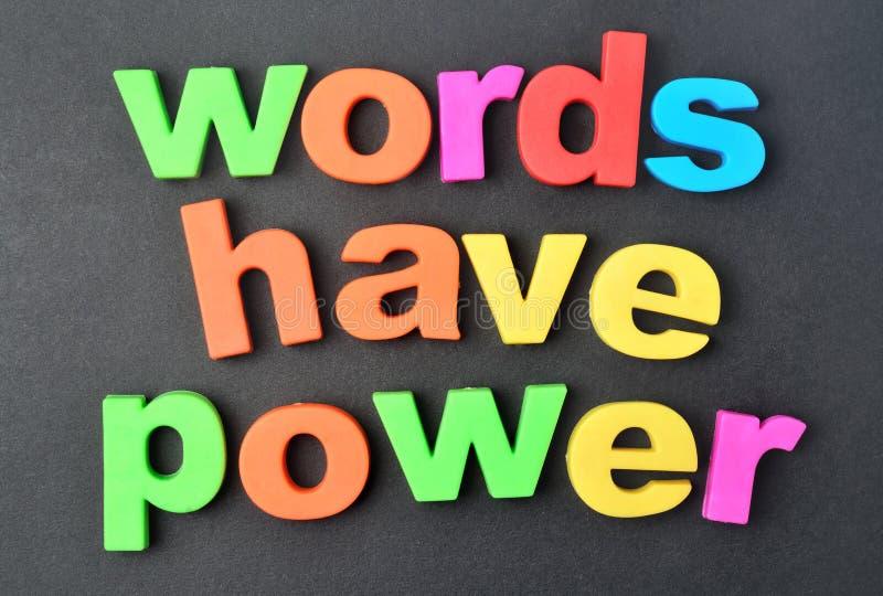 Les mots ont la puissance sur le fond photos libres de droits