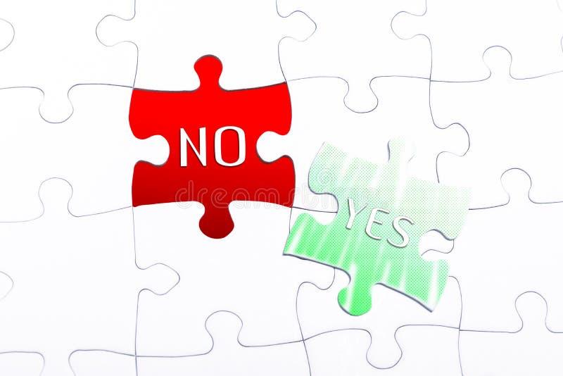 Les mots oui et non dans un casse-tête absent de morceau images libres de droits