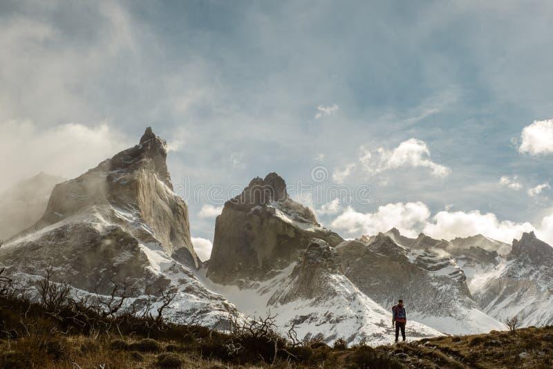 Les moutains de Cuernos en Torres Del Paine dans le Patagonia images stock