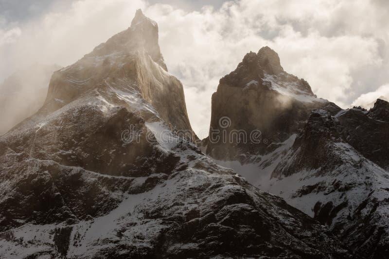 Les moutains de Cuernos en Torres Del Paine dans le Patagonia image stock