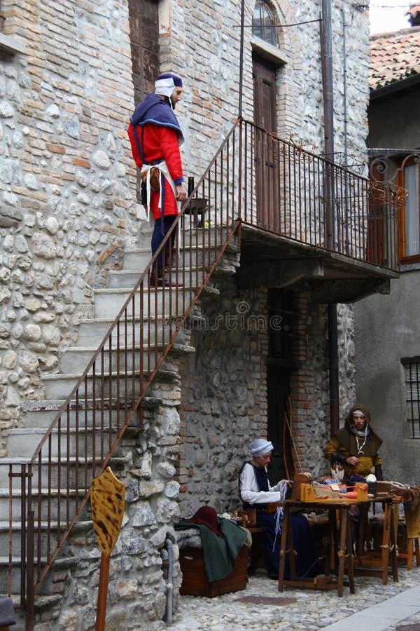 Les Moyens Âges sur le marché médiéval d'Erba - secteur Villincino du dimanche 13 mai 2018 images libres de droits