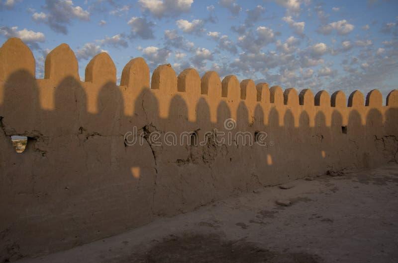 Les murs de forteresse de la ville antique de l'Asie centrale - Khiva image libre de droits