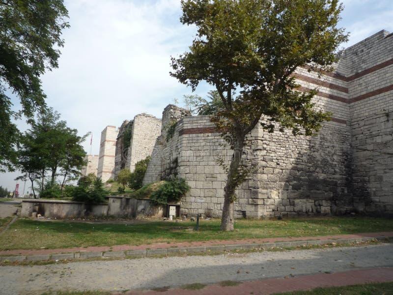 LES MURS DE THEODOSIUS, ISTANBUL image stock