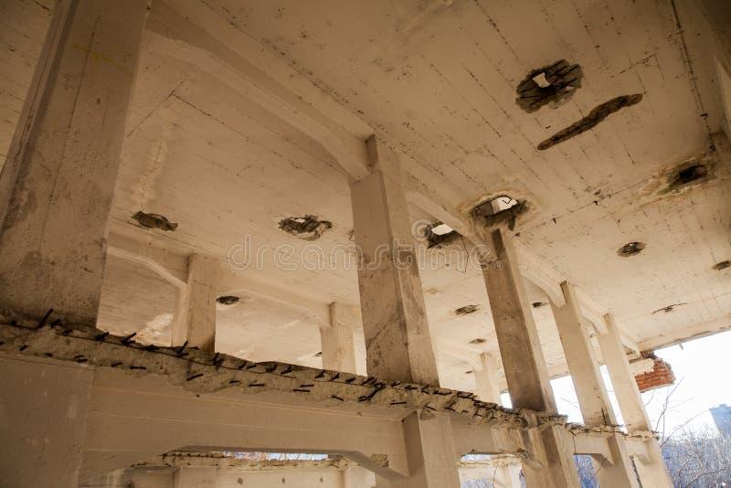Les murs du ` s de moulin dans les ruines Roumanie assan image libre de droits
