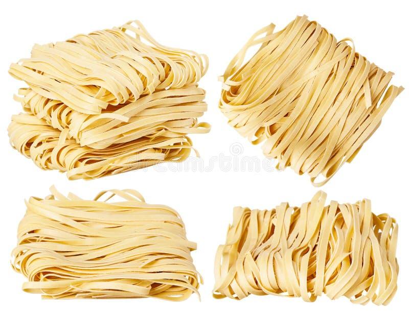 Les nouilles roulées minces sèches ajustent la forme Capelli D'Angelo, les cheveux de l'ange - pâtes photographie stock libre de droits