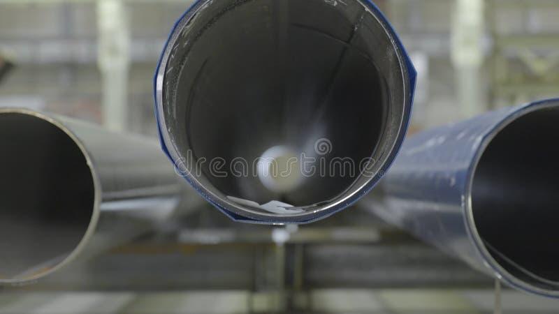 Les nouveaux conduits d'égout industriels en métal vue de face, se ferment  Vue de face de tuyau image stock