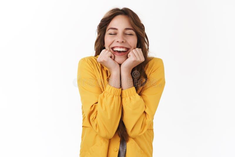 Les nouvelles fantastiques me rendent heureux Rêve enthousiaste toothy de sourire de yeux étroits magnifiques modernes mignons rê image stock