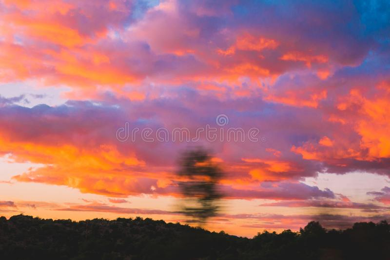 Les nuages de rouge photos stock