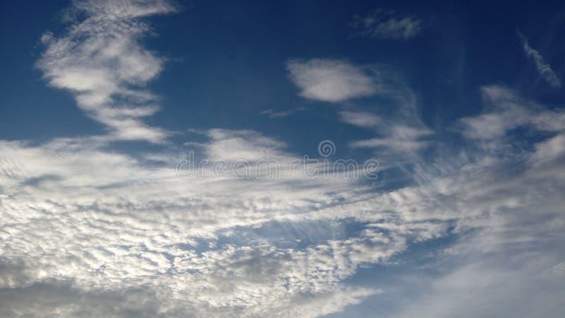 les nuages lumineux images libres de droits