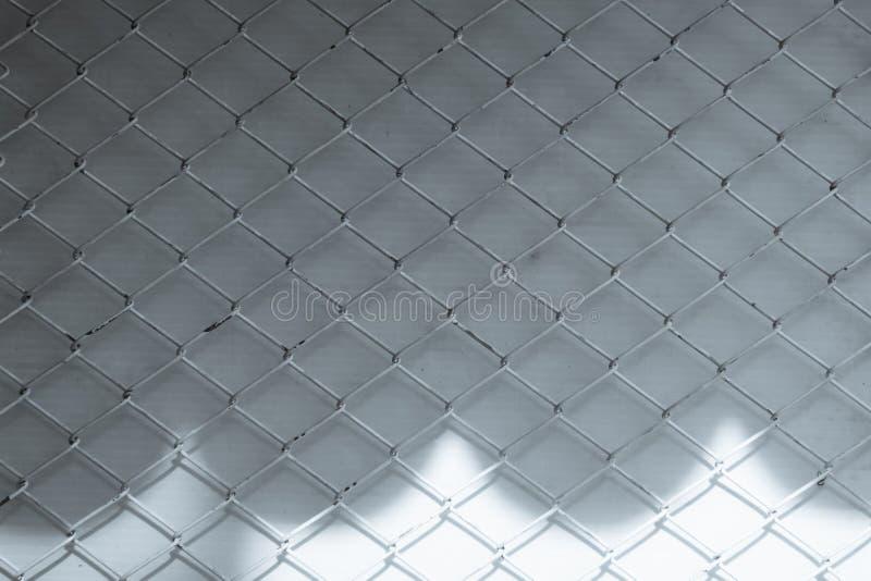 Les ombres abstraites créatives du maillon de chaîne clôturent l'acier de grillage je photographie stock