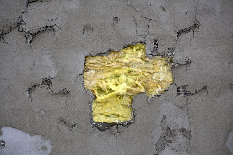 Les outils de plâtre, réparent la maison murs extérieurs avec le plâtre L'isolation de mur Travaux de construction de finissage photo stock