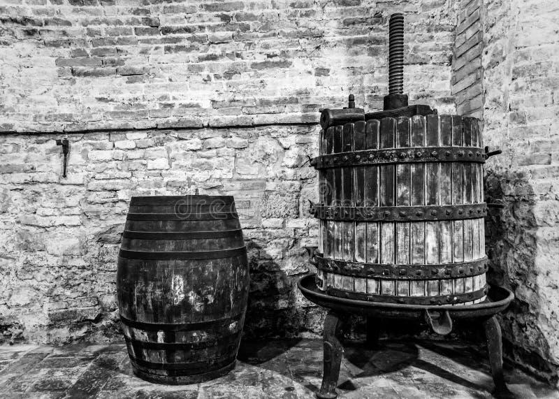 Les outils pour faire le vin noble de Montepulciano photos libres de droits