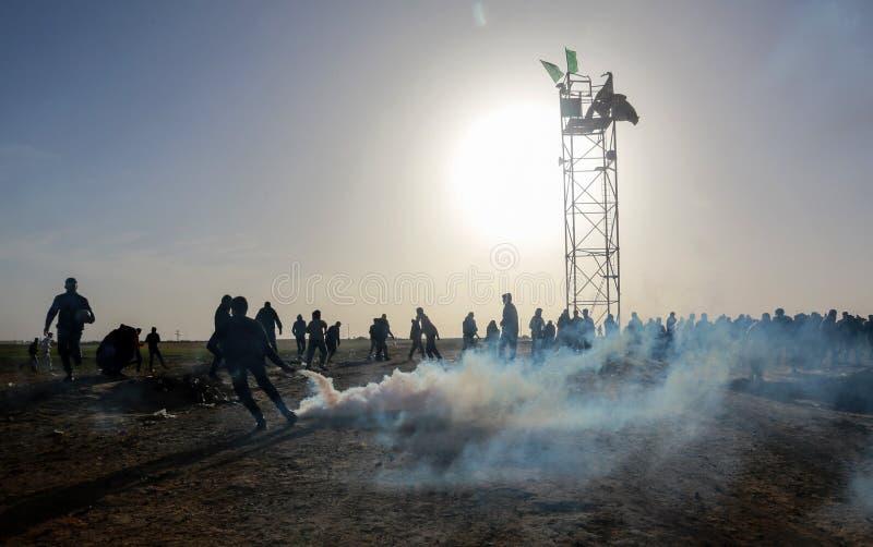 Les Palestiniens participent à la démonstration, à la frontière du Gaza-Israël image stock